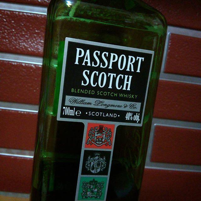 Jak się nie ma co się lubi... Ale zaraz... Przecież ja lubię :) Tym razem trafiła się #Passport #blended #scotch #whisky - zostało niewiele, ale wkrótce może będzie coś nowego.