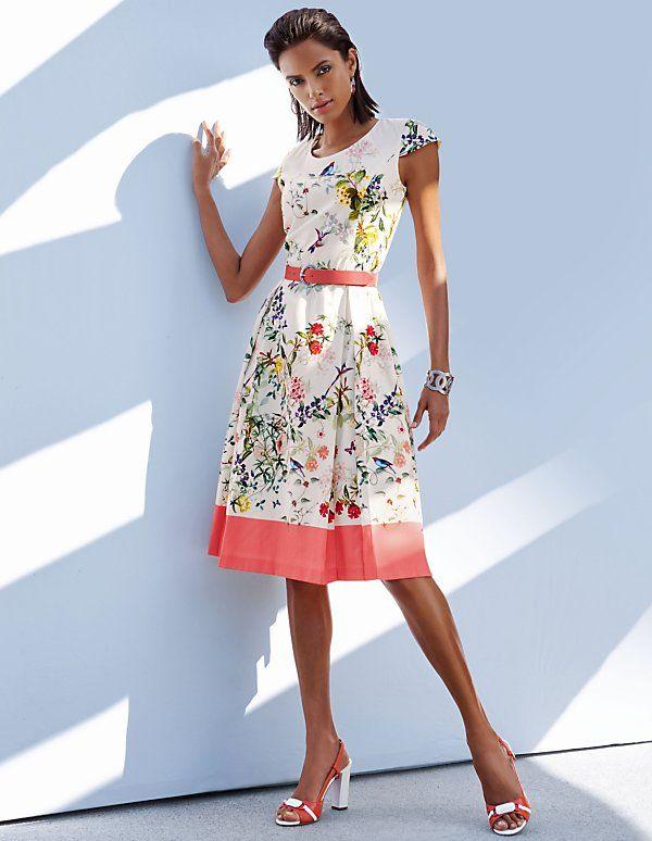 7e21090c204f71 Tailliertes Blumenkleid | MADELEINE Mode Festliche Kleider, Kurze Kleider,  Kleiderschrank, Damen Mode,