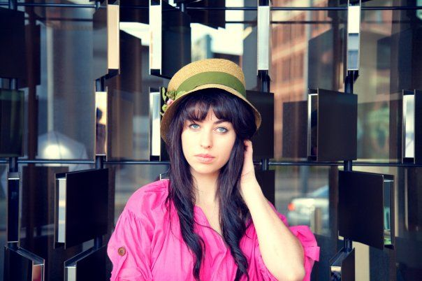 Love Kimbra's outfit. (: That green stripe on the fedora really has an AWESOME contrast with that pink top!