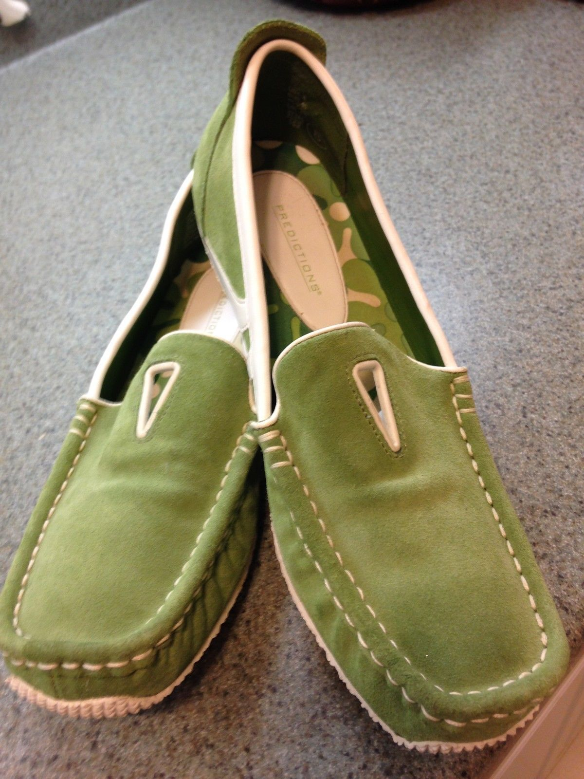 LIME GREEN SUEDE & WHITE LEATHER NWOT 'PREDICTIONS' 8 SLIP-ONS