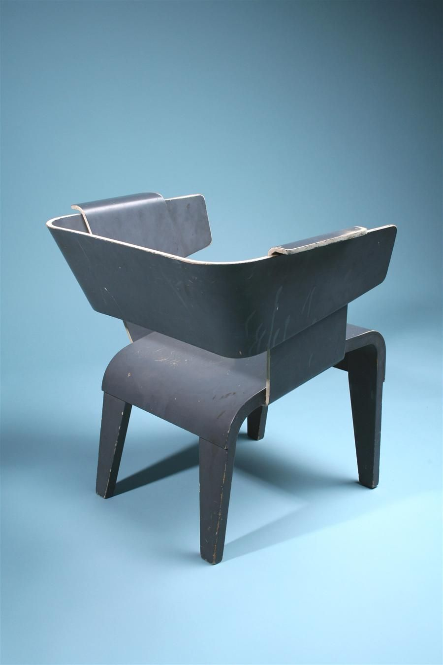 gerrit rietveld danish arm chair 1949 design. Black Bedroom Furniture Sets. Home Design Ideas