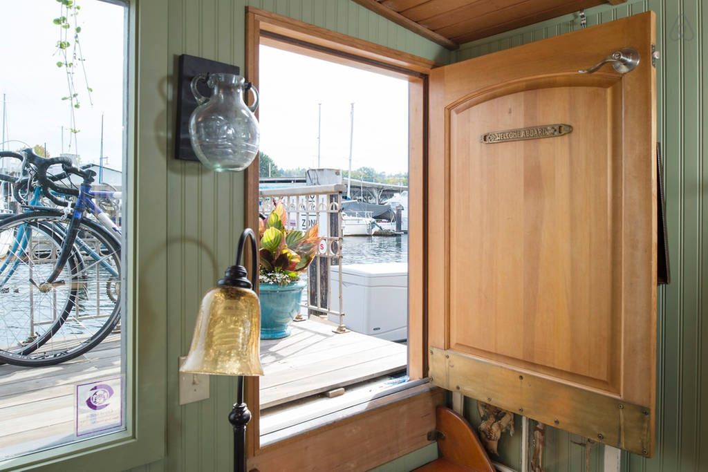 Seattle Houseboat Living
