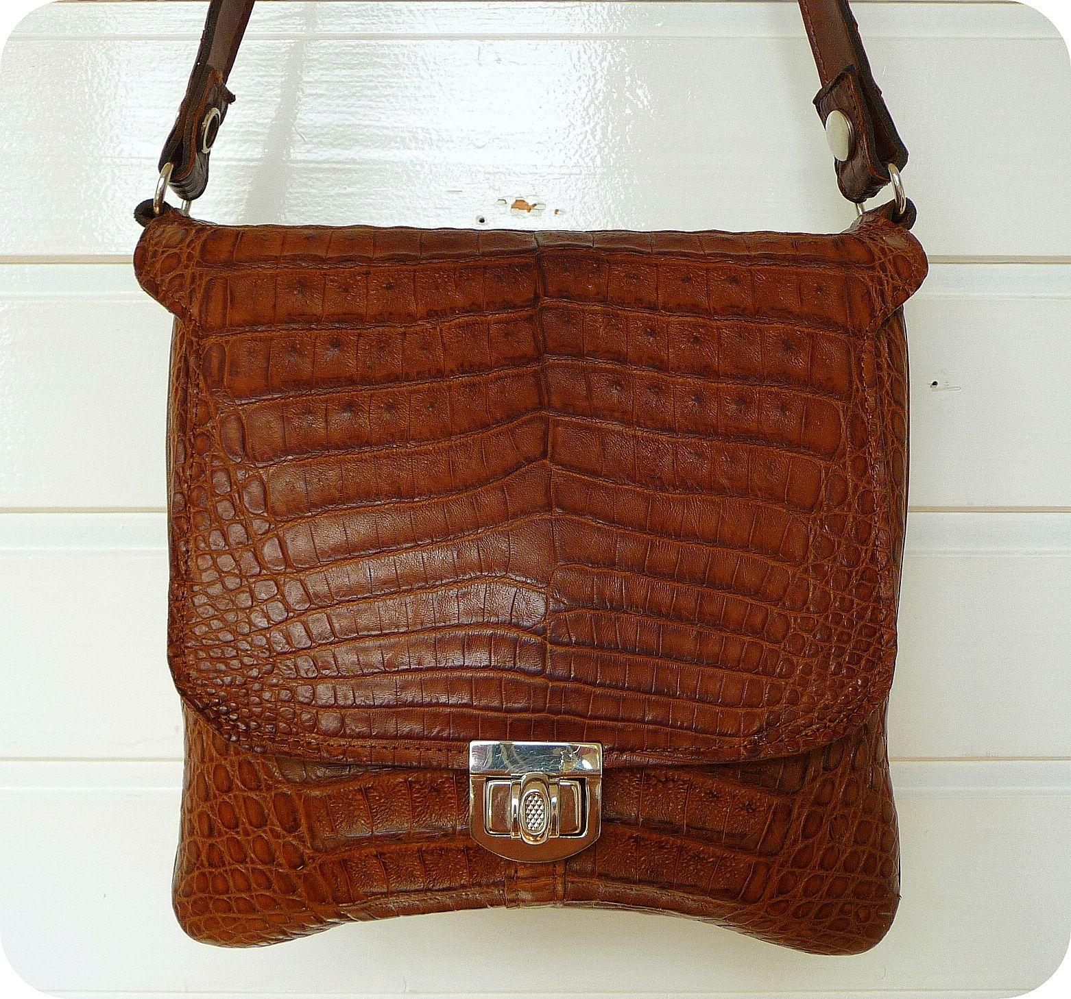 Vintage Leder Schultertasche Kroko 50er  http://www.ebay.de/itm/111673555544?ssPageName=STRK:MESELX:IT&_trksid=p3984.m1555.l2649