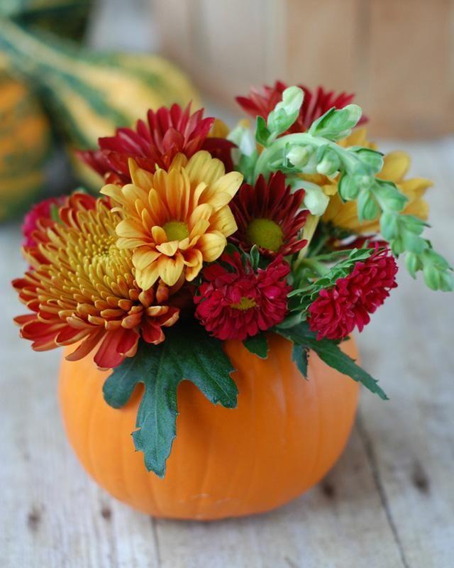 DIY Pumpkin Flower Vases You'll Be Obsessing Over All Season Long #herbstlichetischdeko
