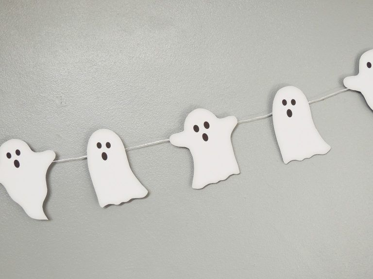 DIY Ghost Bunting  Free Printable is part of Ghost diy, Diy halloween decorations, Halloween diy, Halloween decorations, Diy printables, Diy - Download your free DIY Ghost Bunting onto card, print, cut out and hang up  Perfect DIY Halloween Decor for a spooky evening of Trick or Treating!