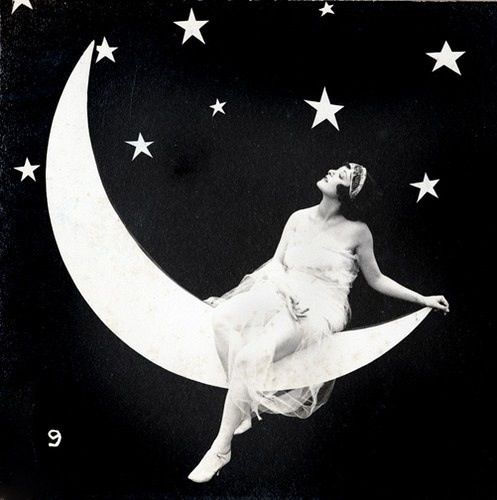 Black and white photo | vintage paper moon | pinup woman