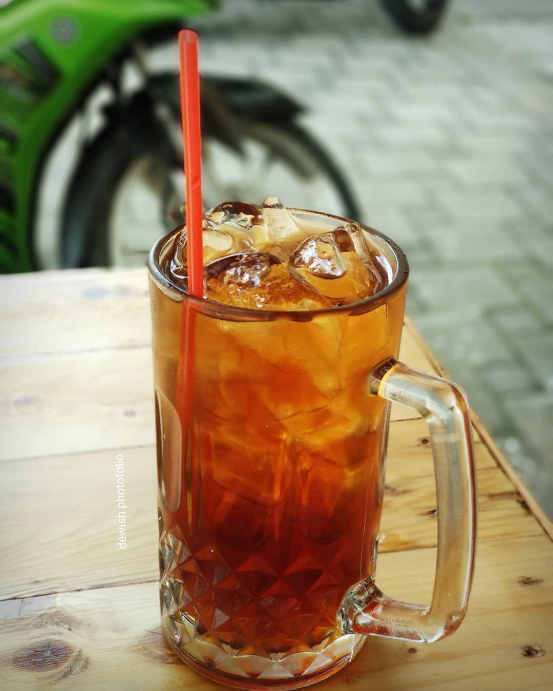 Dewi Sh Di Instagram Es Teh Manis Dilihat Doang Udah Bikin Seger Apalagi Kalau Udah Diminum Estehmanis Icetea Minuman Min Teh Es Es Teh Teh Manis
