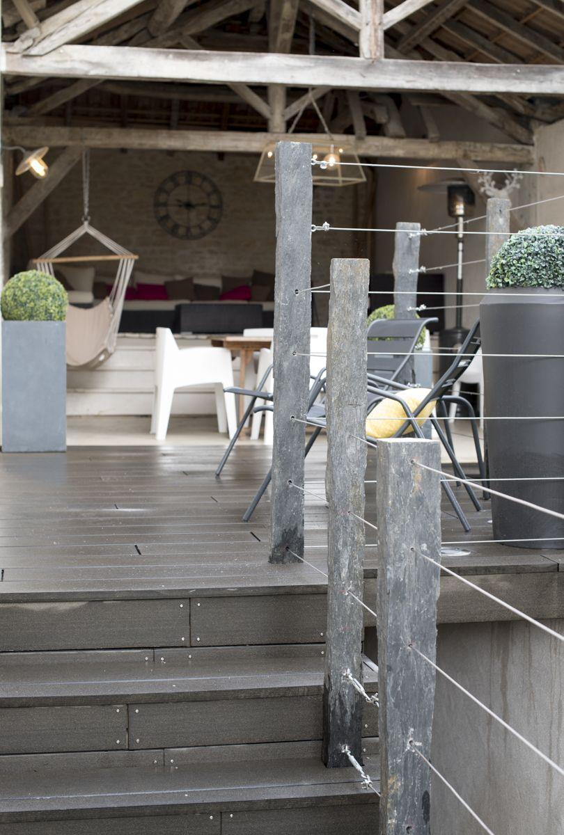 Aménagement d un jardin avec terrasse en bois posite garde corps en piquets
