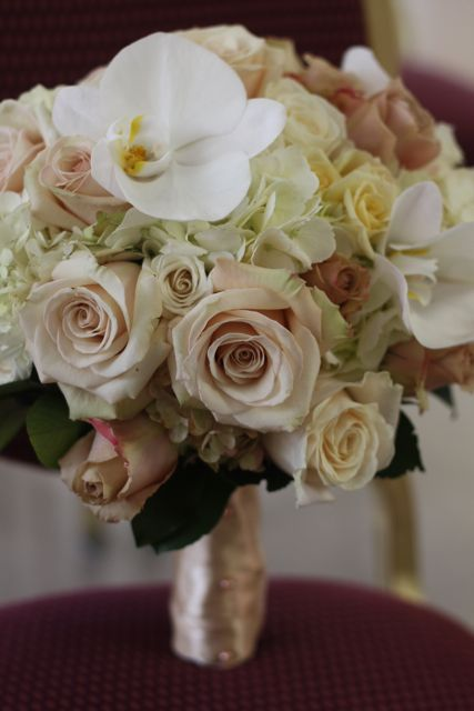 Flowers by Holly Chapple Flowers - http://thefullbouquetblog.com/