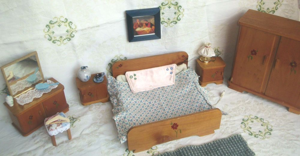 Puppenstube Schlafzimmer 40er J Schrank Spiegelkommode Bett
