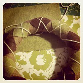 handmade is heartmade: Handmade Home: DIY Argyle Yarn Wreath Tutorial