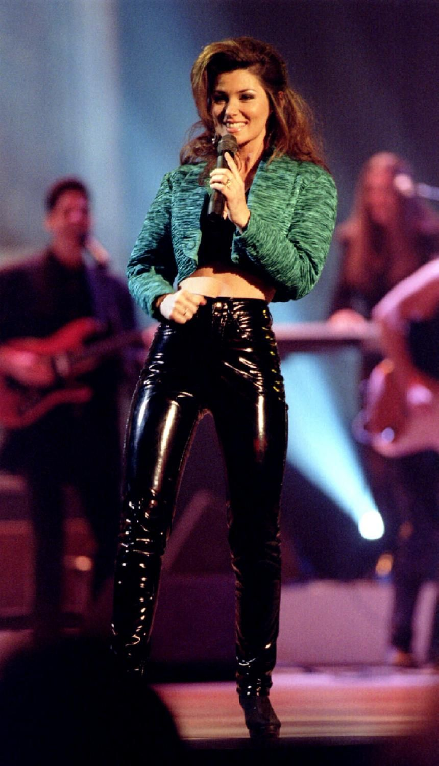 PHOTOS Shania Twain Is 48, Has Not Aged Since 1995