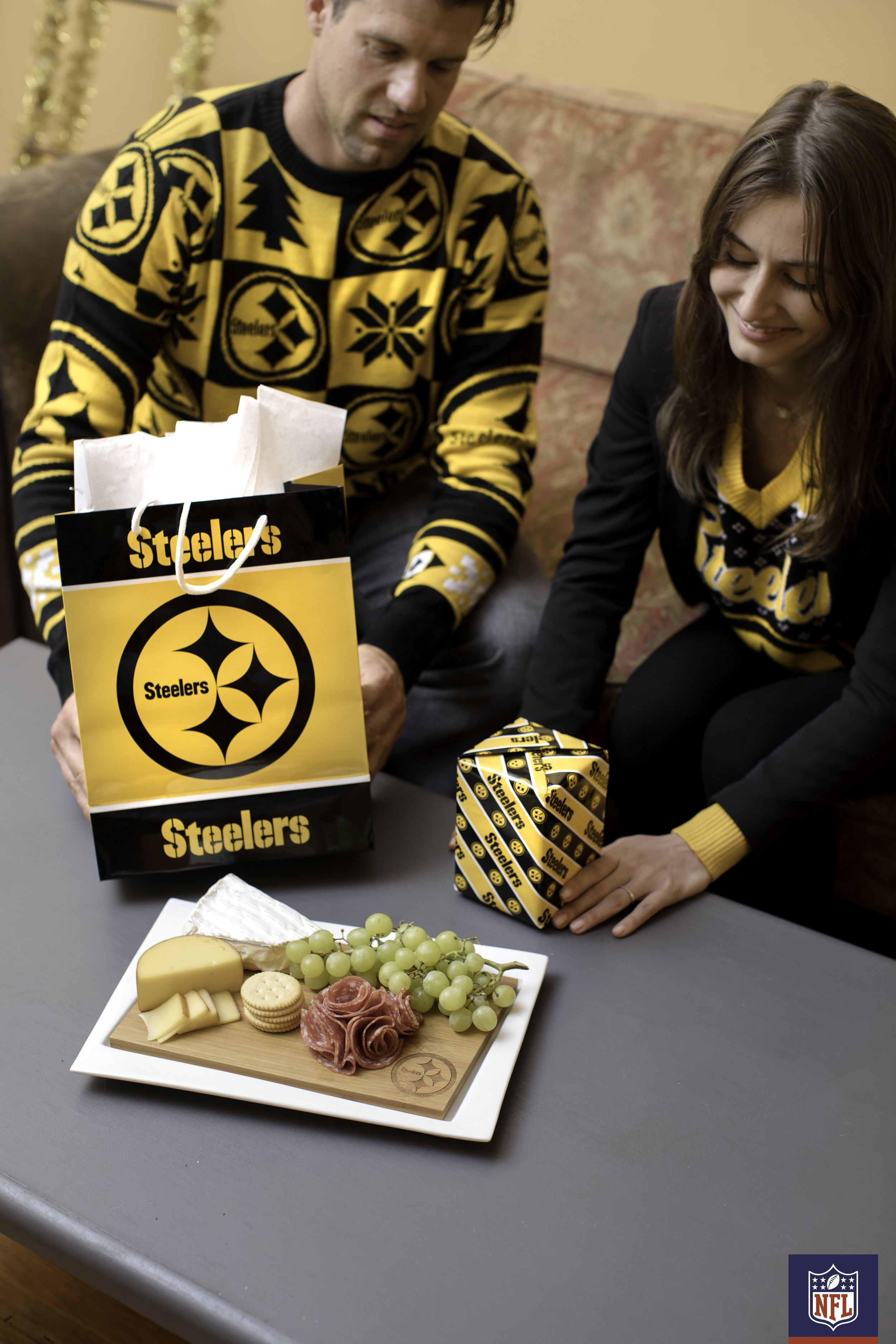 cheaper 14629 66b73 Pittsburgh Steelers fans always know how to keep it festive ...