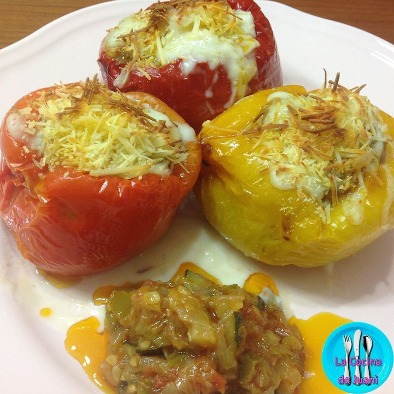 Pimientos rellenos gratinados, rica y saludable receta al horno, ideal para servir en una comida familiar o una cena especial.