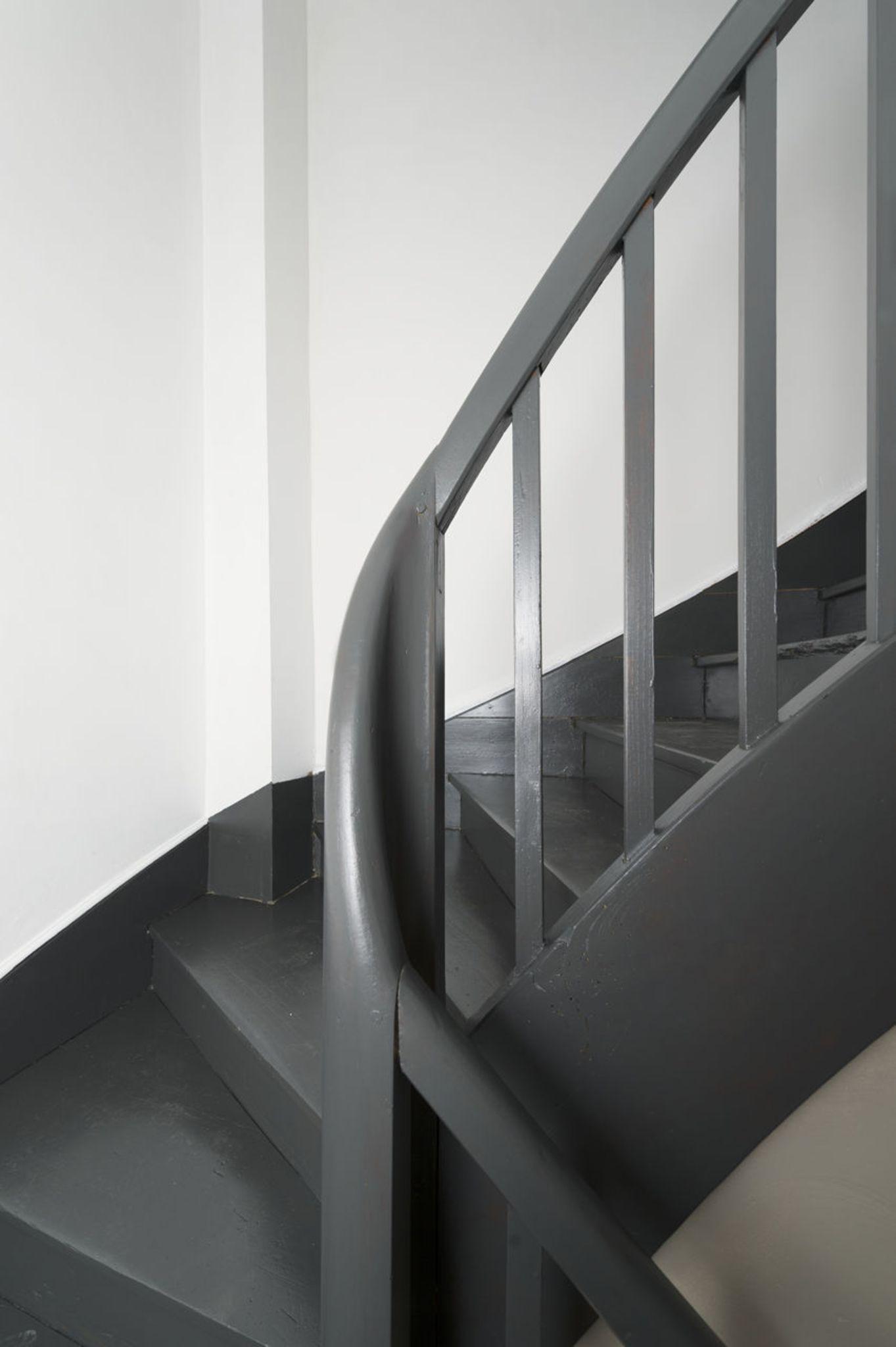 Repeindre un escalier pour le relooker conseils et tapes suivre escalier relook pinterest for Peinture pour escalier en bois interieur