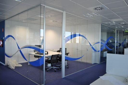 Vinilos decorativos en mamparas de oficina glass wall for Vinilos decorativos para oficinas