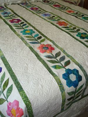 very pretty pattern and beautiful quilting!