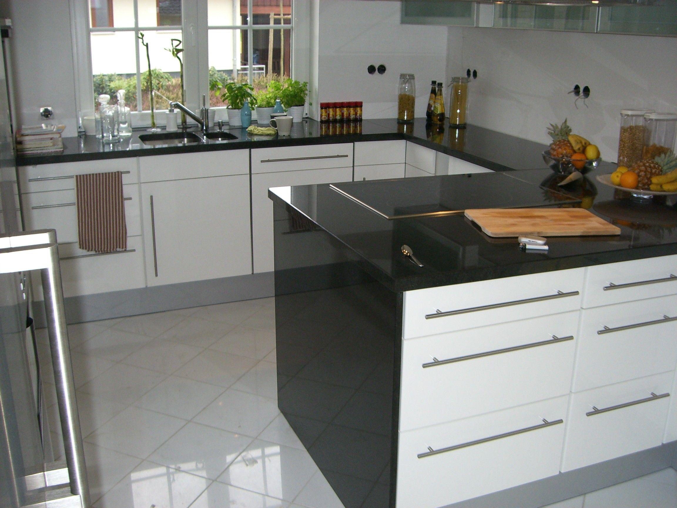 Lila Haus Brauch Und Emejing Kuche Weiss Arbeitsplatte Holz House Design Kuche Hochglanz Grau Home Decor Kitchen House Design