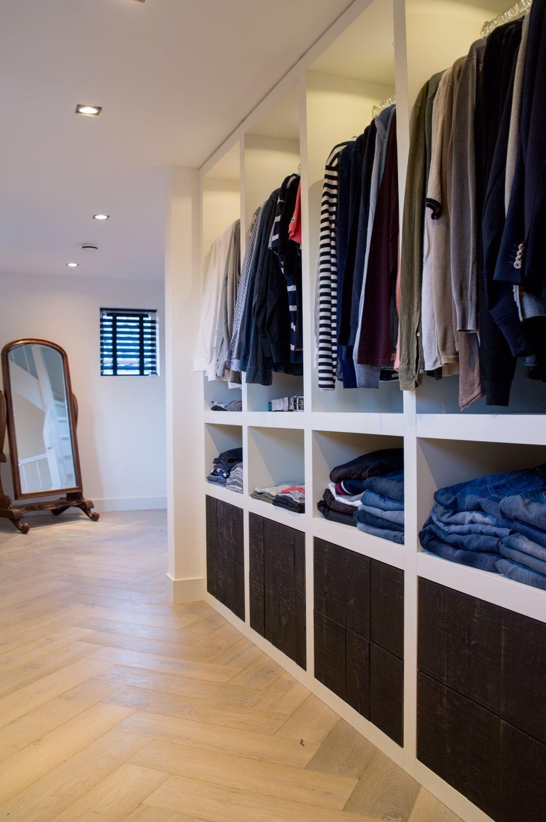 kledingkast op maat met hang en leggedeelten handig ook de 8 laden met push to open alles handgemaakt door sijmen interieur