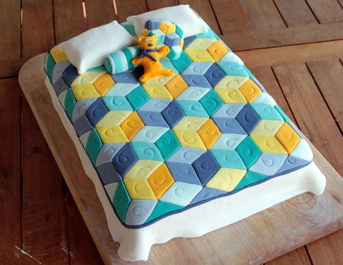 Tumbling Blocks Quilt Cake Quilted cake, Patchwork cake