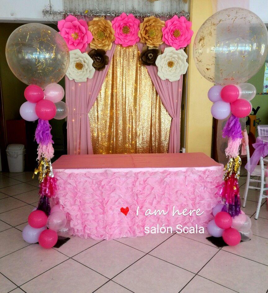 Baby shower con flores de papel rosa dorado blanco y - Decoracion de cumpleanos rosa y dorado ...