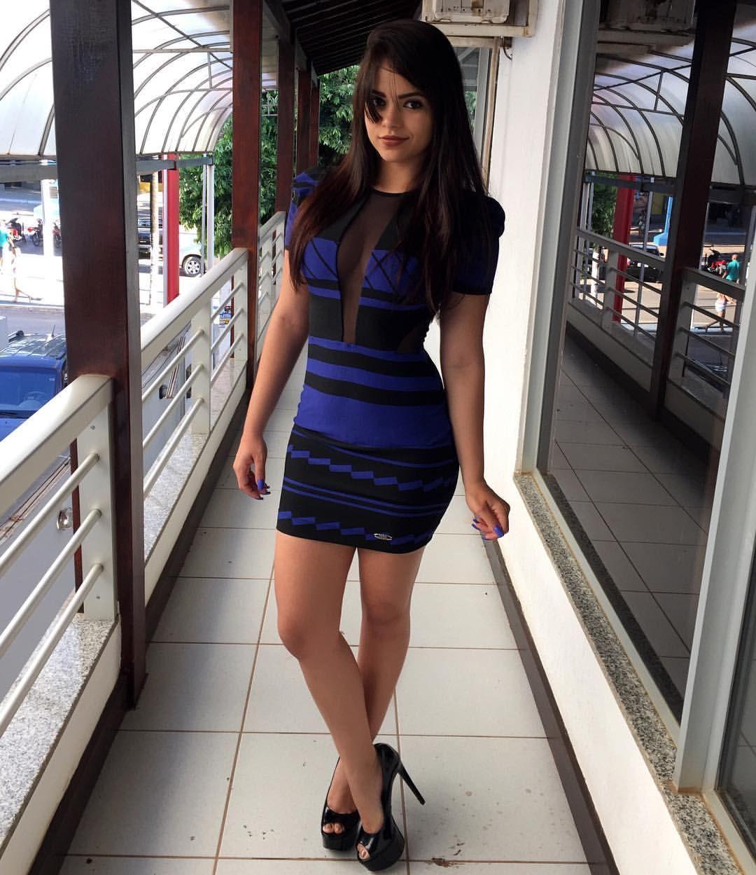 Como não amar decotes com um vestido lindo assim ❤️ Shop Online  Chama a gente no Wpp. 077999019422. Dividimos em ate 4x no cartão. Enviamos para todo Brasil ✈️. Avenida guiomar Porto/ em cima do açaí, ao lado da santander♨️