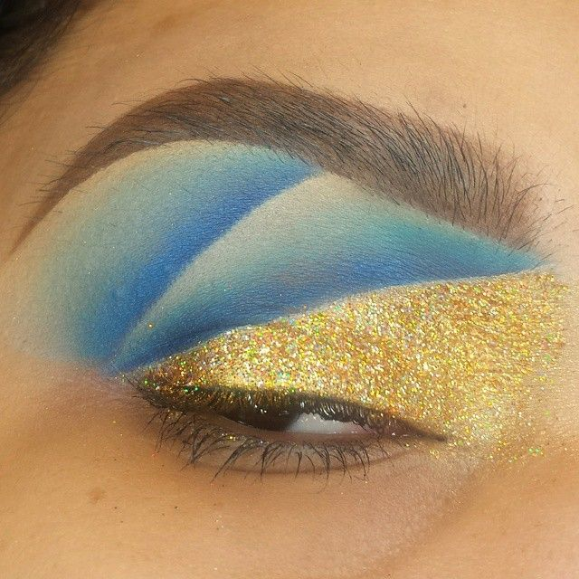 It's 2AM. I'm bout to paint my nails. Here's an eye I cooked up just now though. I really love abstract shapes. Details: @sugarpill Goldilux Pigment & Velocity shadow, @shopvioletvoss Holy Grail Glitter, MAC Naval & Atlantic Blue shadows.