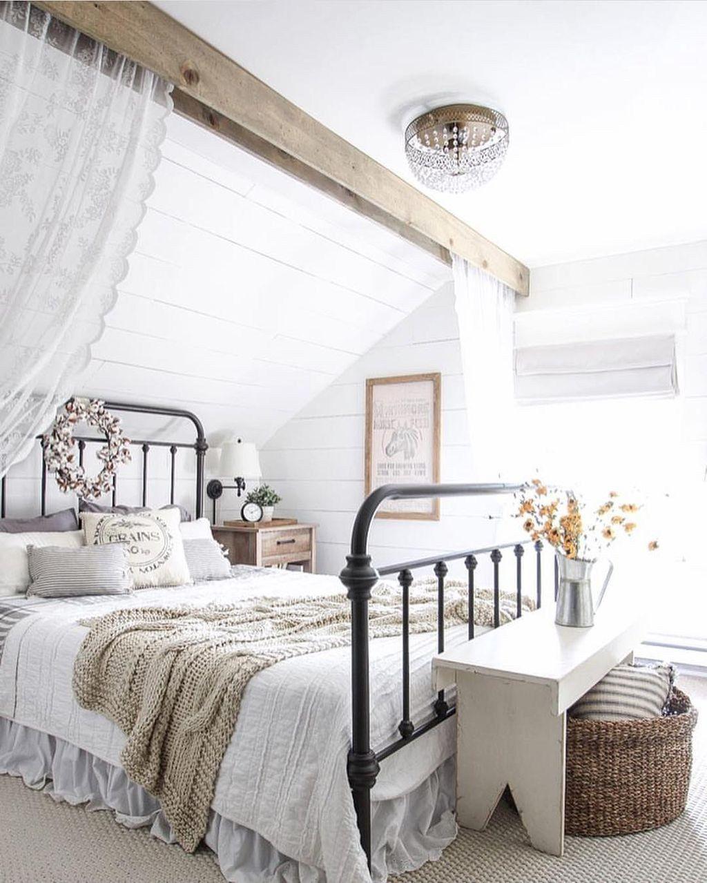 Classic and vintage farmhouse bedroom ideas 59