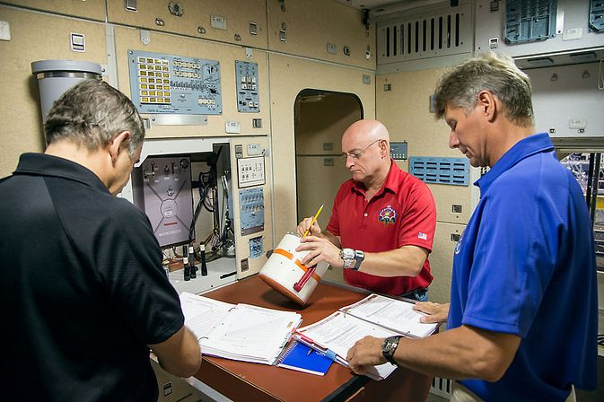 Previews Yearlong Space Station Mission in Jan. 15 ...