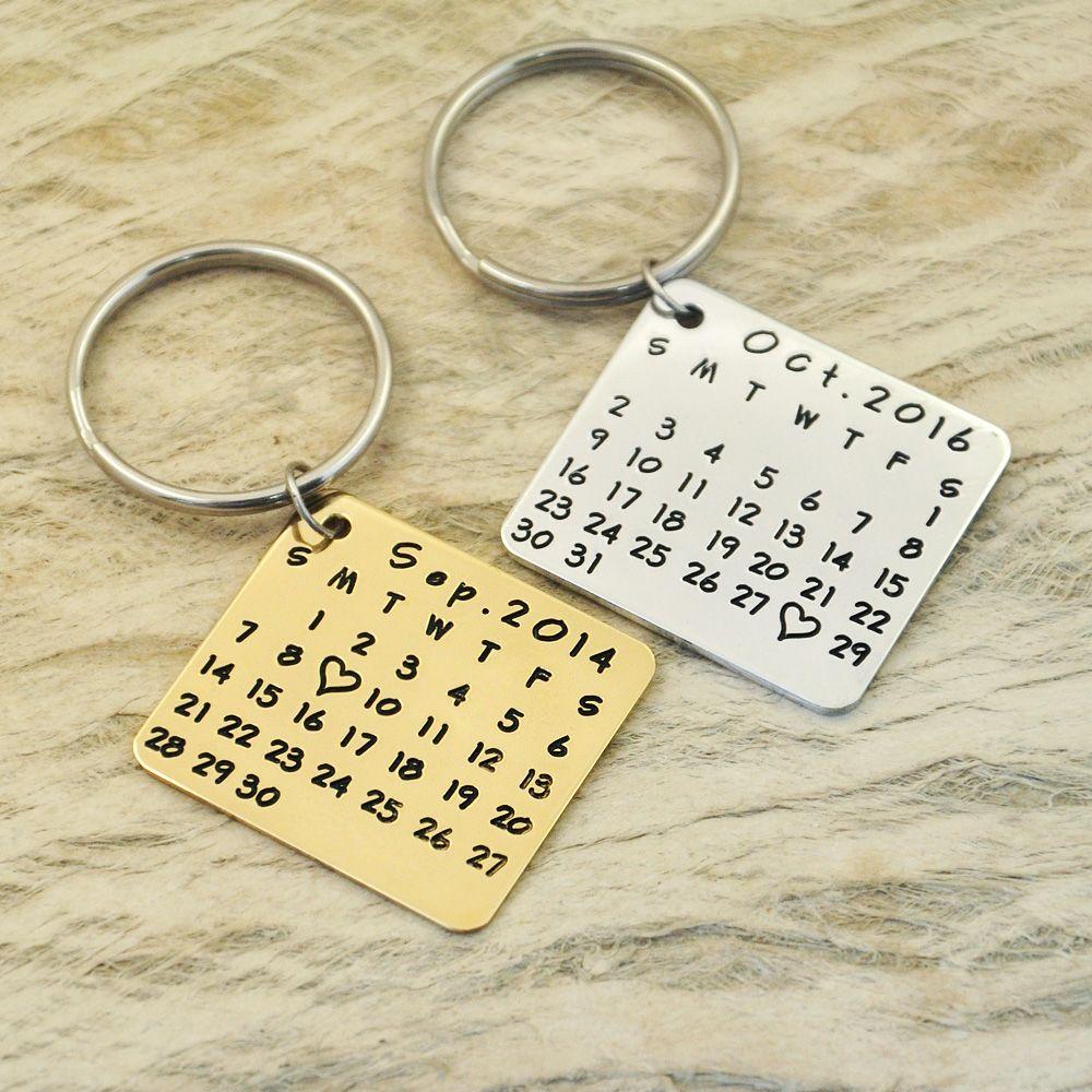 Catena chiave-save data speciale-cuore-evidenziare keychain anniversario-mano stamp-lega keychainwedding, compleanno forma quadrata