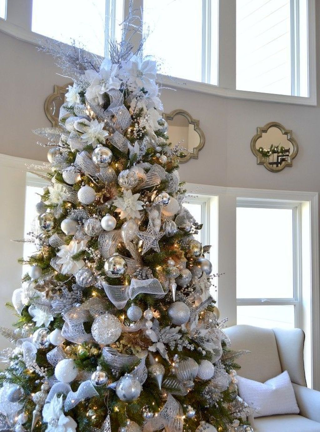Christmas Tree Decorating Tips For Creating A Masterpiece In Your Livingroom Homestya Gold Christmas Tree Silver Christmas Tree Christmas Tree Decorating Tips