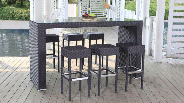 Los taburetes y las mesas altas aparecen también en las colecciones ...