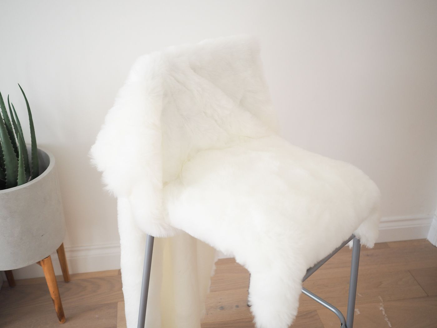 free shipping 0eba5 38c74 DIY Faux Fur Bar stool Tutorial | DIY furniture ideas | Bar ...