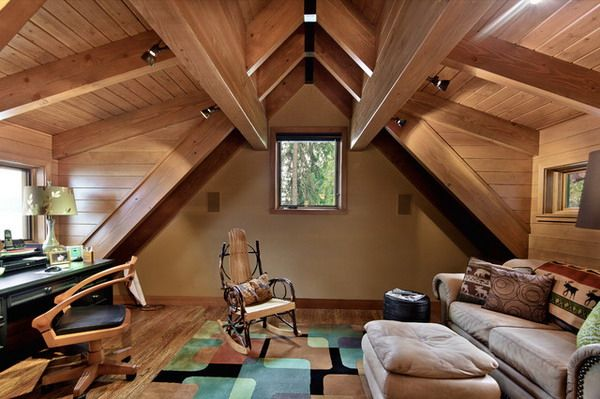 Rustic Attic Home Office With Natural Attic Lighting And Heating System Renovacao Sotao Espacos Pequenos Casas Com Sotao