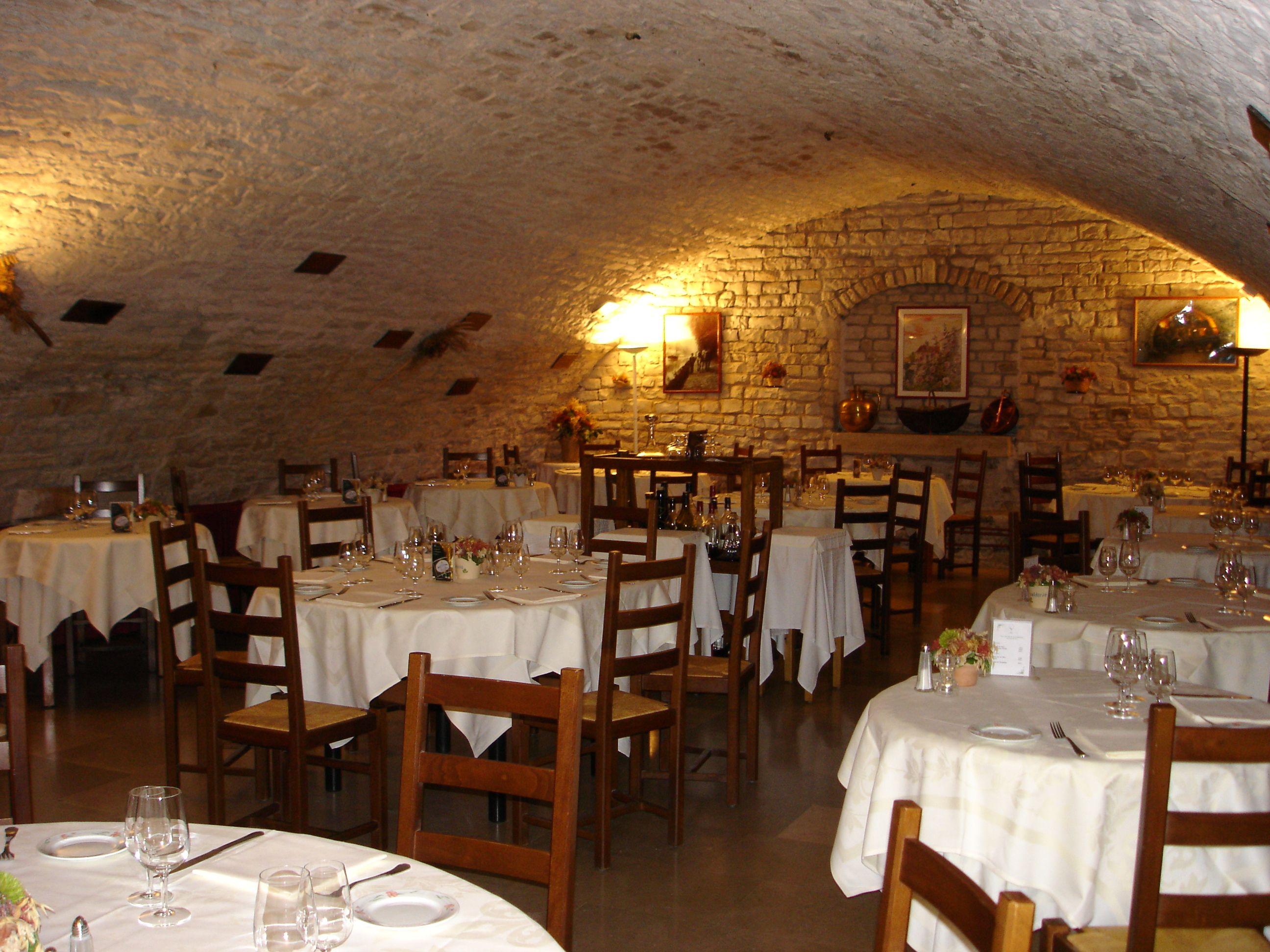 Hostellerie De La Fontaine A Accolay Coeurdelyonne Yonne Bourgogne Decor Home Decor Restaurant