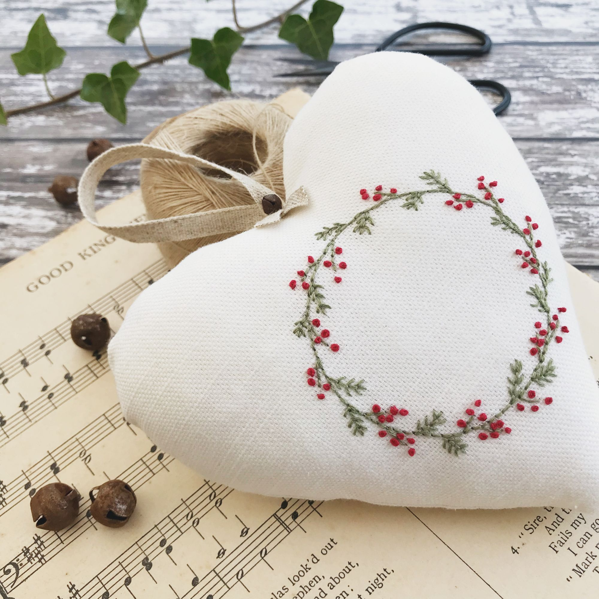 Hand Sewing Project Christmas Garland Hoop Art Kit English Paper-Piecing