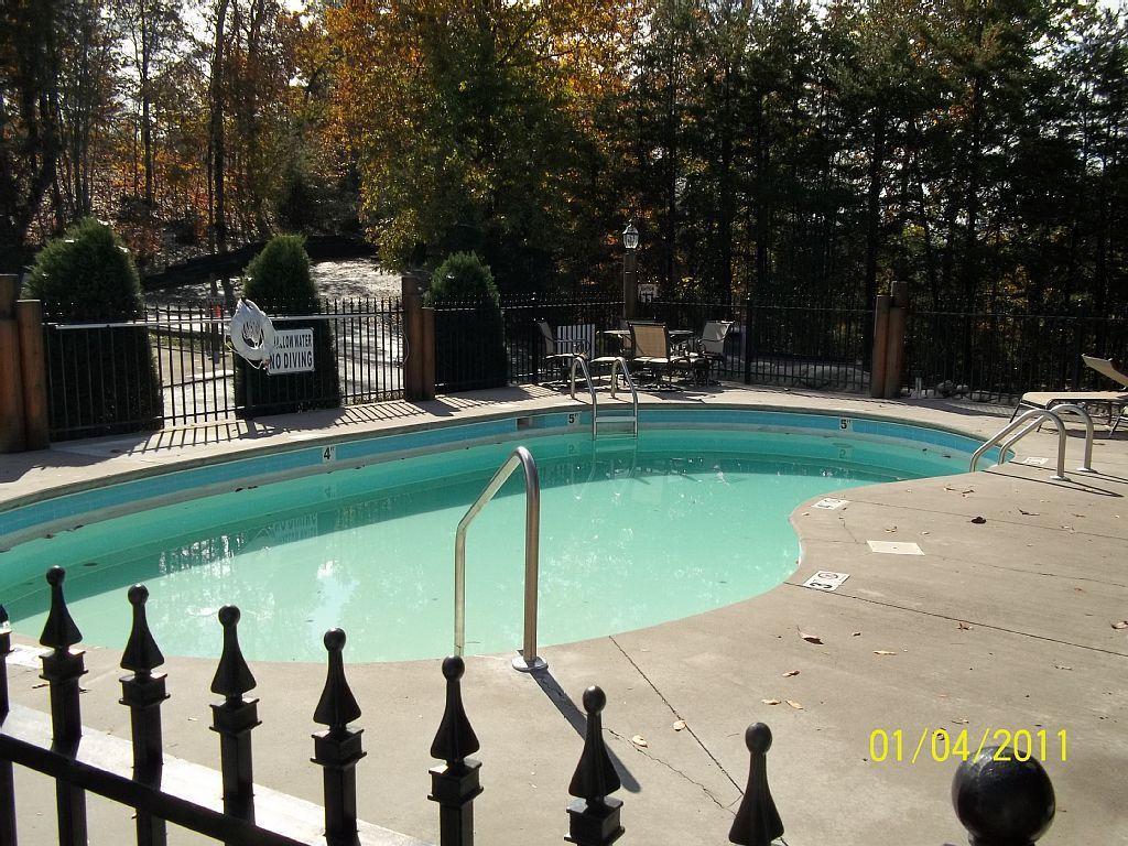 Vrbo Com 776343 Jan Apr 100 Night 2 Bedroom Cabin 1 2 Mile From Parkway Ht Indoor Pool Indoor Pool Pool Indoor