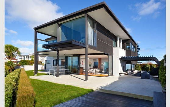 Cliff top home in New Zealand, with spectacular views and architecture. For sale on www.realestate.co.nz  #realestate #home #architecture