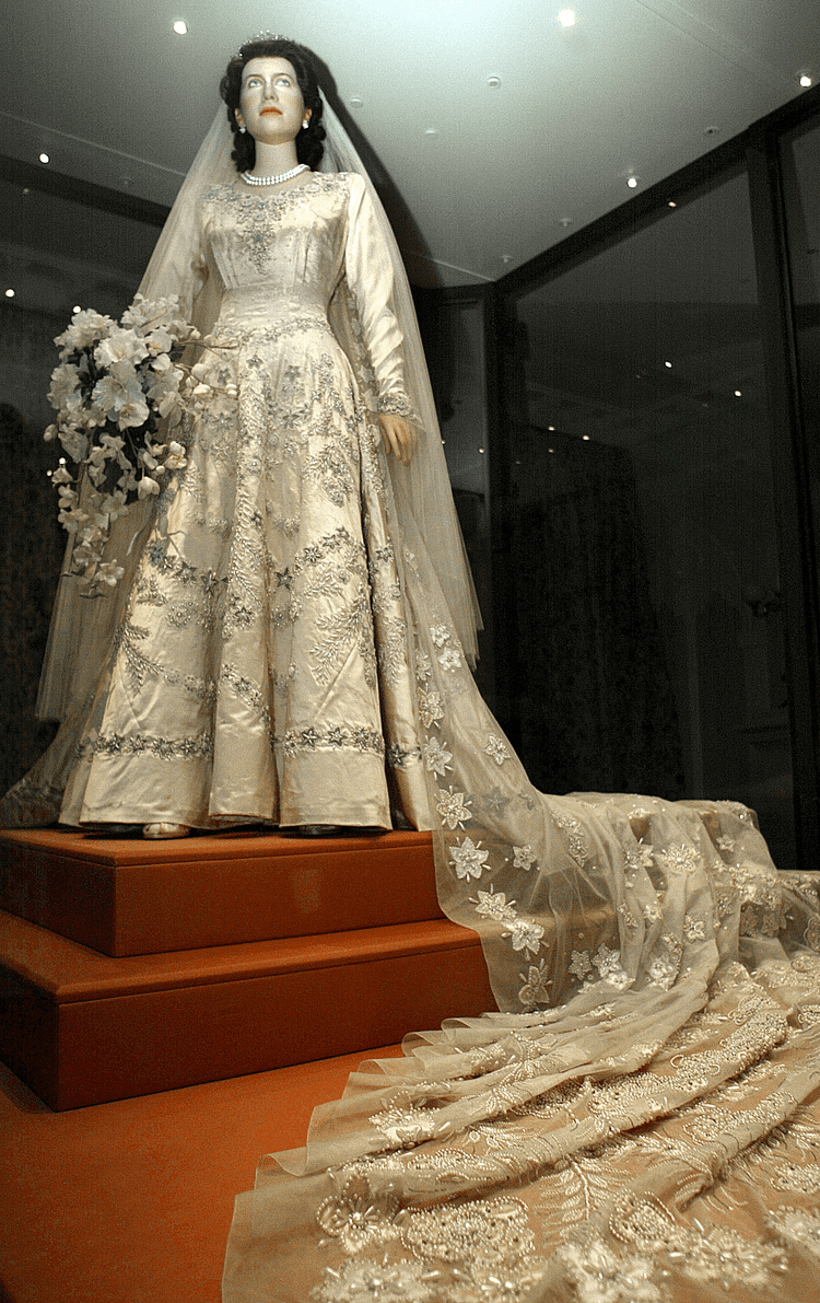 Pin By Carole Goodwin On Royal Weddings Queen Elizabeth Wedding Royal Wedding Dress Queen Elizabeth Ii Wedding [ png ]