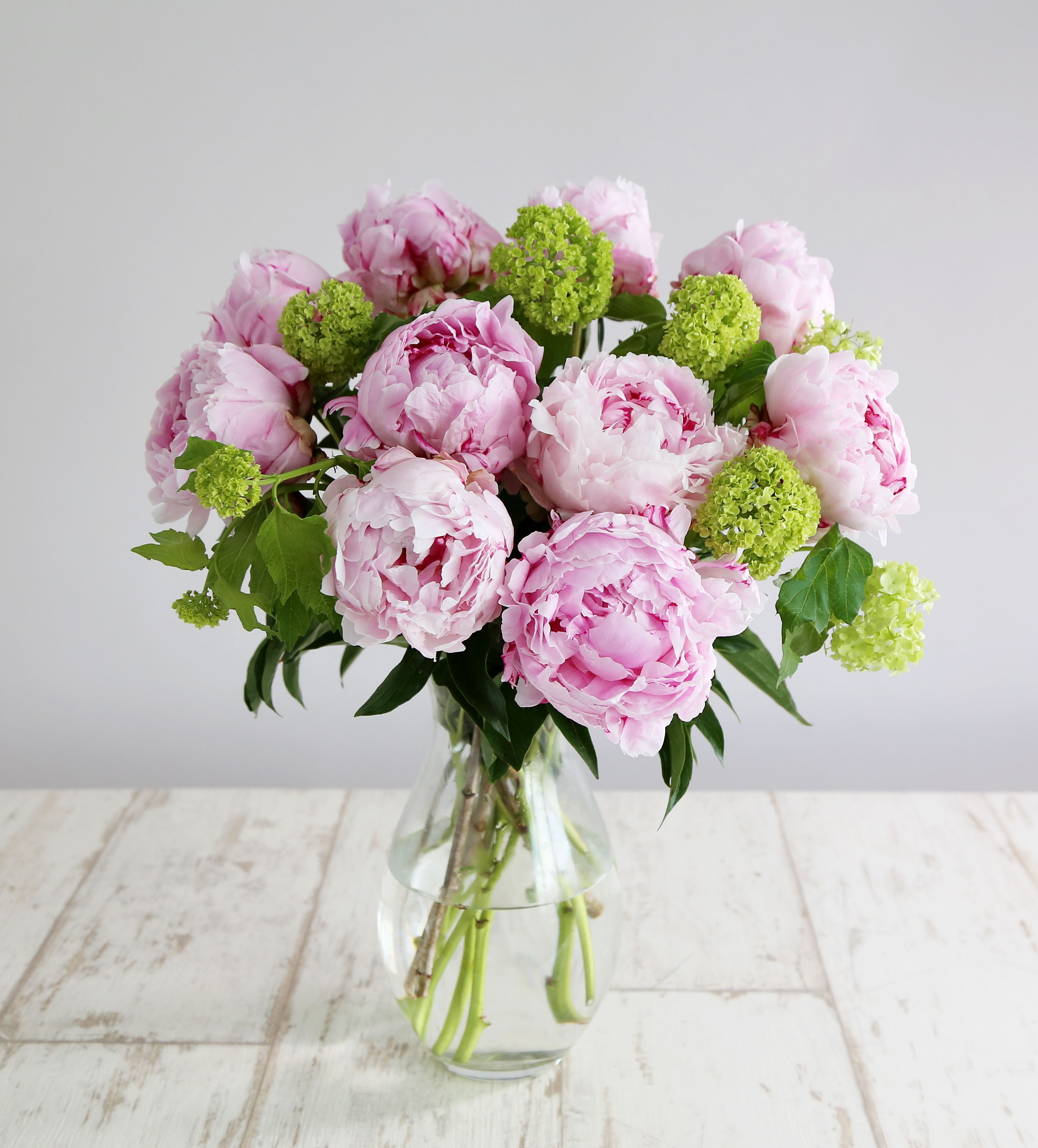 Hello Pinteresters Beautiful flower arrangements, Peony