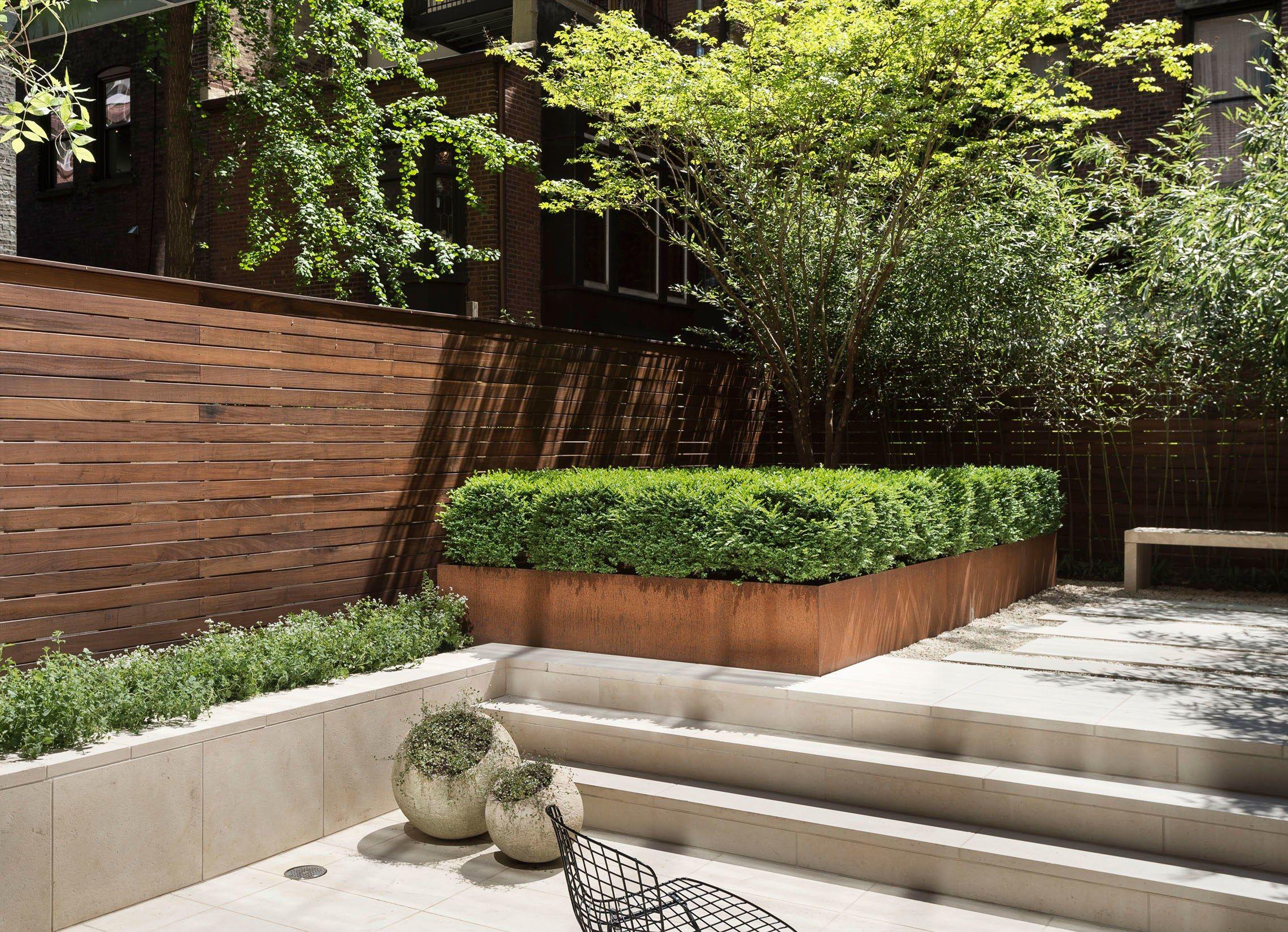 Minimalist Garden Courtyard