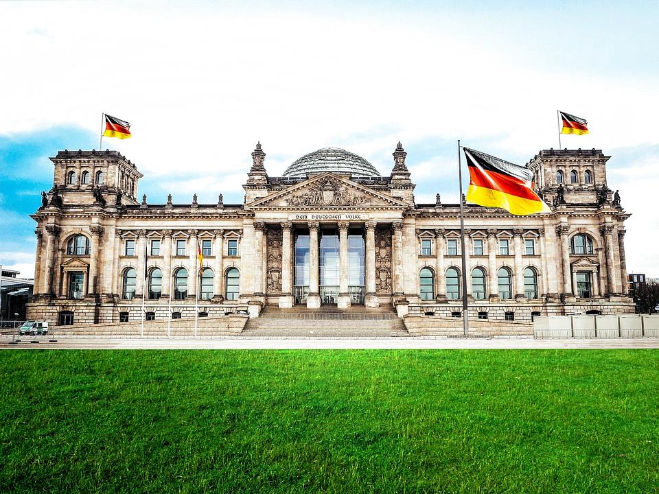 Berlin Bundestag Reichstag 100 Free Photo On Mavl In 2020 Rechtsanwalt Justiz Bundeskanzler
