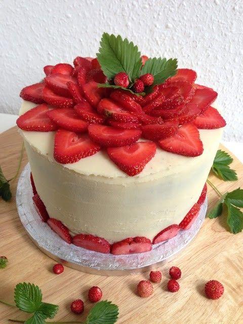 Rezept Erdbeer Torte Mit Sahne Frischkase Joghurt Fullung Und Weisser Schokoladen Ganache Kuchen Und Torten Erdbeer Torte Erdbeertorte Rezept
