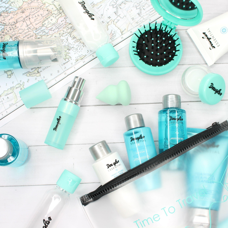Beauty-Produkte in der praktischen travel size von Douglas Essential sind perfekt zum Reisen geeignet. Erhältlich bei Douglas. The beauty products in travel size by Douglas Essential.