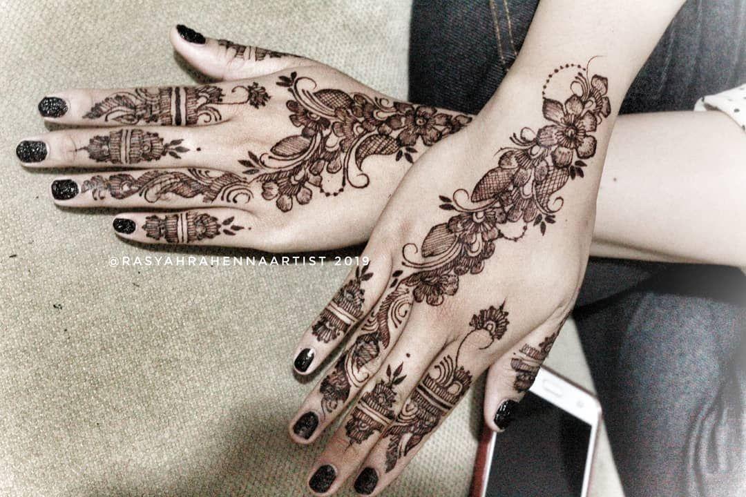 Latepost Henna Dark Brown Rasyahrahennaartist Bride Yunaifah Inspired Design By Dwmasitoh Hennaart Hennajakartamurah Henna Pen White Henna Henna