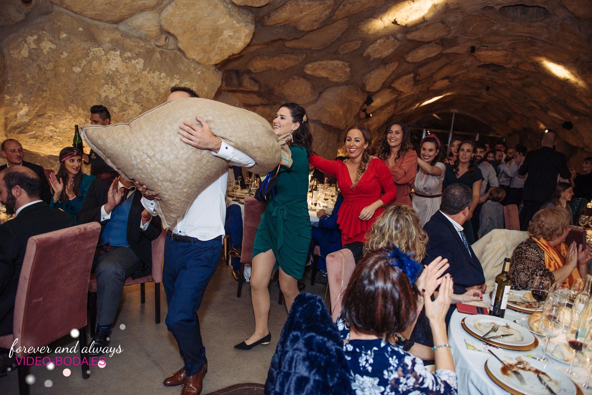 Esta fotografía emociona, reportajes únicos de boda en Valencia, España. Fotos de boda 2019 2020 #reportaje #boda #novios #Logroño #Rioja #Eguren #Ugarte #bodavalencia #valencia #novia #fotógrafo #bodas #religiosa #novios  #ruffles #fotografobodas #dulzura #dresscometrue #weddingphotography #weddingphotographers #weddingday #mejores #reportajes #ruffles #alegría