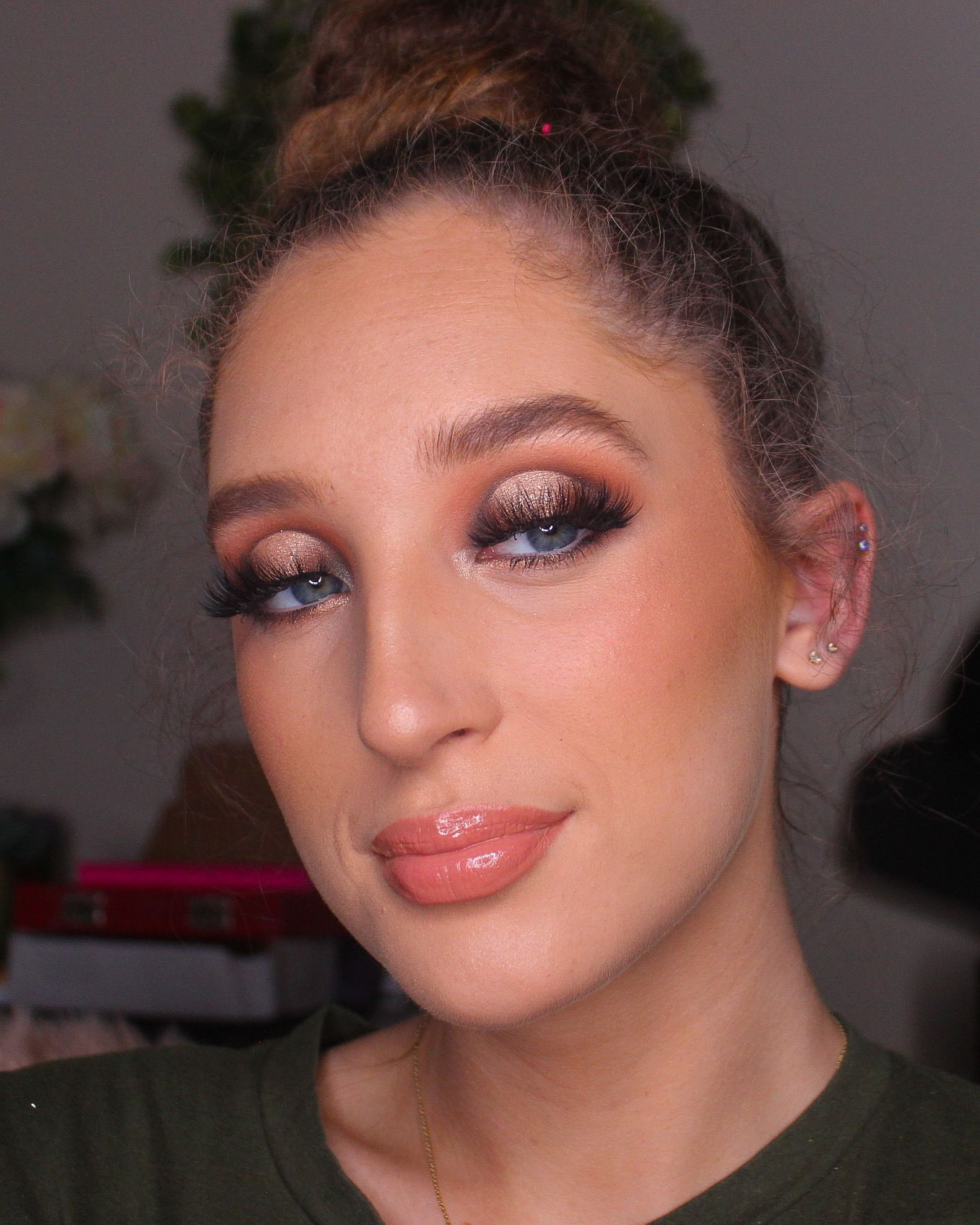 Special occasion neutral halo eye using the textured