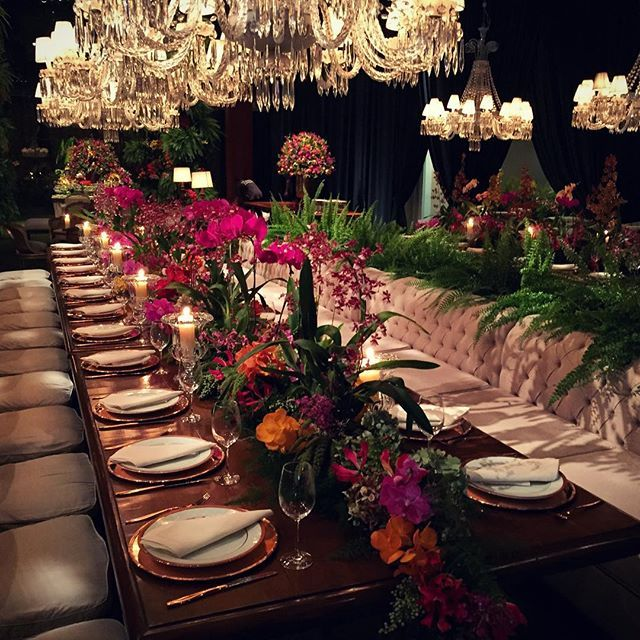 Sem palavras! #arttandflowers #andrepedrottiflores projeto top e único by @ronivieirafestas #wedding #weddingflowers com time top; @festahmoveis @allegrocoral @renatomisiuk @trio_titanium @buffetfasano @chefmarcelomagaldi @marriagesassessoria @thekingcake @claudiarodriguesperfil @mbproaudio @fernando_partycoberturas @paulodolce #instaflowers #flowers #teampedrotti #todasasfloresdomundo #tentacopiar