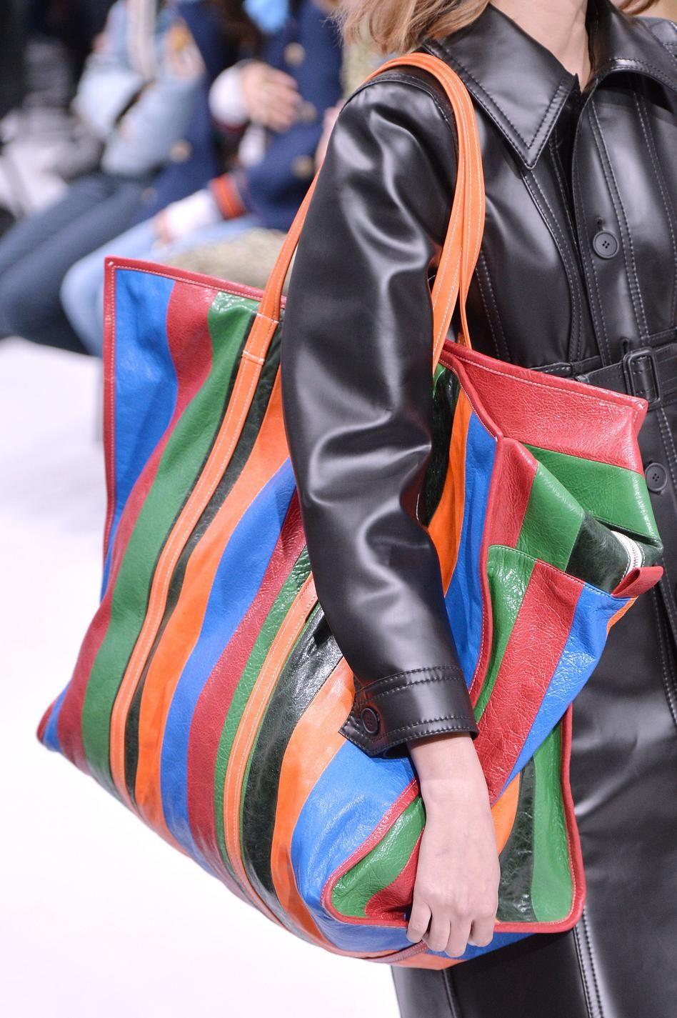 d fil balenciaga automne hiver 2016 2017 pr t porter 2017 striped bags bags ja balenciaga bag. Black Bedroom Furniture Sets. Home Design Ideas