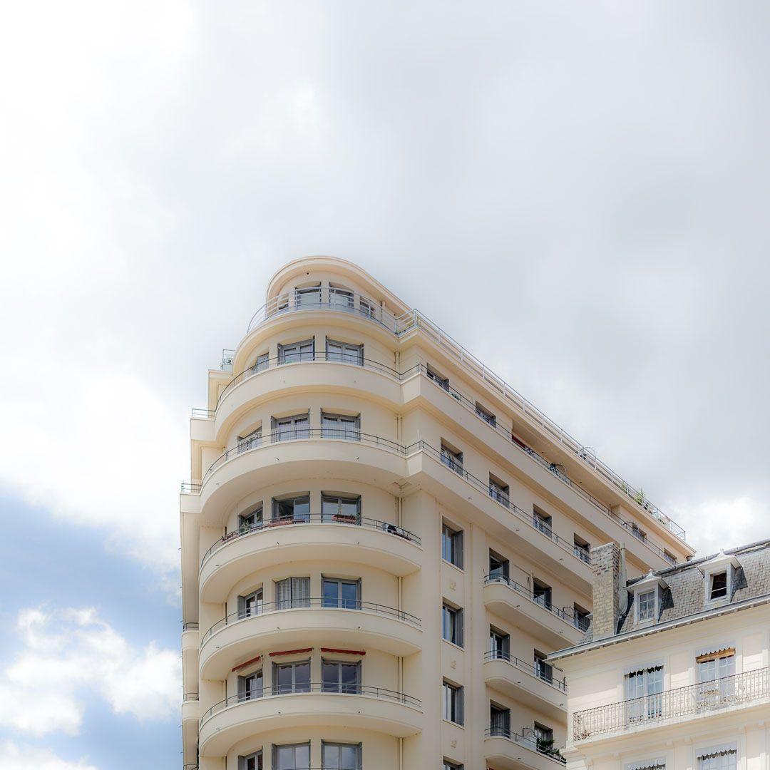 Bug – Wie der Bug eines Schiffes ragt ein Haus in die Stadt Lyon. Die Dynamik erhöht sich durch die unverzerrte Perspektive. 2014, MD | © www.piqt.de | #PIQT